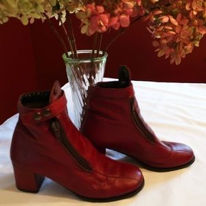 Retro Etienne Aigner Italian Leather Ankle Boots